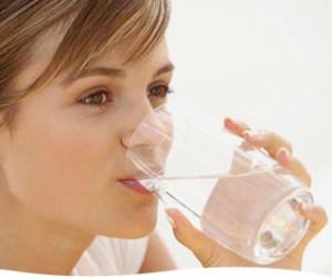 pitje vode, vir: aimwater.com